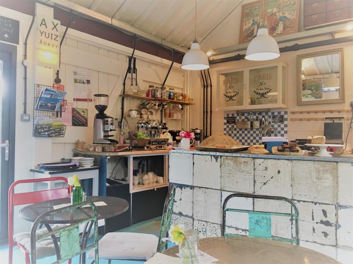 Dean's Court Café &Homestore